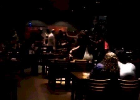Clientes brigam por ciúmes e protagonizam quebra-quebra  em restaurante