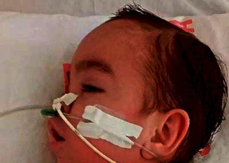 Morando há 2 meses no hospital, mãe implora por ajuda para levar Davi para casa