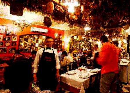 Trabalha em restaurante e quer aprender a falar inglês? Governo lança curso gratuito; veja como se inscrever