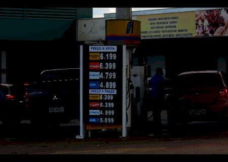 Postos repassam reajuste e gasolina sobe 3,3% em uma semana