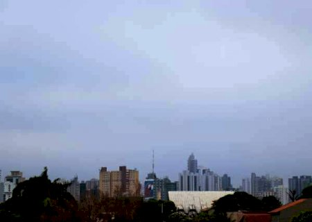 Dia começa com céu nublado e meteorologia indica calor de até 40ºC em MS